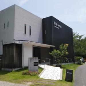 東和地区の片添ヶ浜海水浴場の近くのレストラン「Re:seto」にランチを食べに行きました。