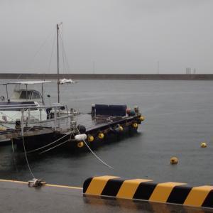 予定より早く加奈丸Ⅱの点検整備、マルチスキャンソナーの取り付けが終わり椋野漁港の浮桟橋に回航されてきました。