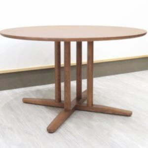 サイズは5cm刻みで11サイズ 素材はウォールナット・ブラックチェリー・ハードメープルほか天然木レッドオーク無垢材ラウンドテーブル日本製 ダイニングテーブルをご紹介させていただきます
