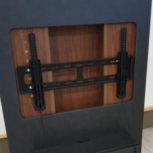 先日ご紹介したテレビボードの取り付け金具の取り付け方