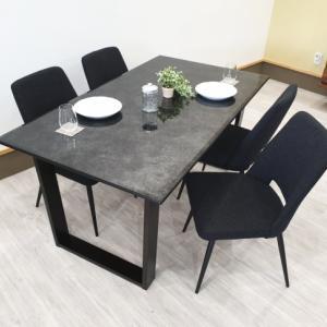 ガラス天板がとても美しく配膳が楽しくなるダイニングテーブルを入荷・検品・写真撮影