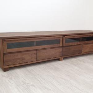 ウォールナット・レッドオーク材から選べるオイル塗装仕上げ 突き板 天然木ウォールナット無垢材使用の日本製テレビボード3サイズから選べますを入荷・検品・写真撮影・梱包・出荷