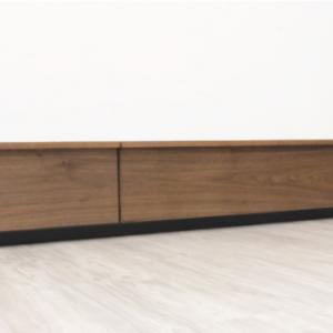 扉を閉めたままでリモコン操作ができる選べる120cm~240cm、20cm刻み 高さ27cmロータイプウォールナットorホワイトオーク強化紙付き板ガラステレビボードをアップロードしました