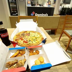【限定メニュー】ドミノ・ピザ お持ち帰り半額でワールド10チーズ・クワトロを即食【熱々】