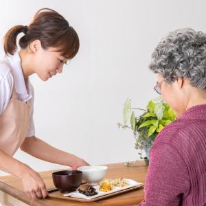 【転職コラム】未経験者必見!介護職が働く職場を比較