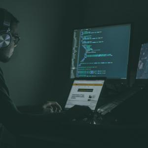 【転職コラム】レガーシステムの全面刷新が困難な現状が語るITエンジニアの課題