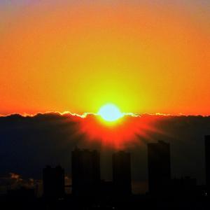 高層ビルへの【落陽】光景