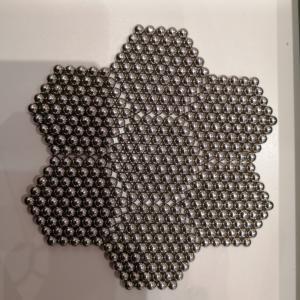 鉄の玉が磁石なヤツ