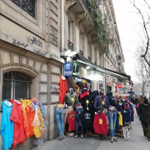 パリの地元周辺で驚愕の店を発見。
