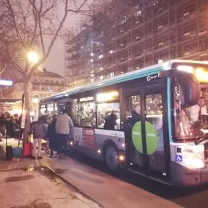 バスが混んでてウンザリのパリ...