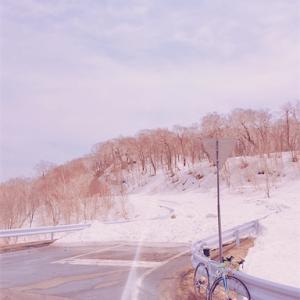 GWの峠はまだまだ雪が残ってる