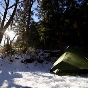 森に雪中キャンプに来ていますが寒いです!