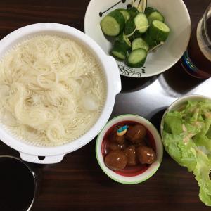 暑さに甘んじて堂々の素麺。