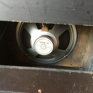 アンプの背面を開け閉めできる仕様に改造したら、、