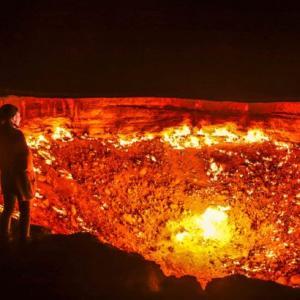 地獄の門のサンライズが最高に綺麗!トルクメニスタンの絶景スポットへ