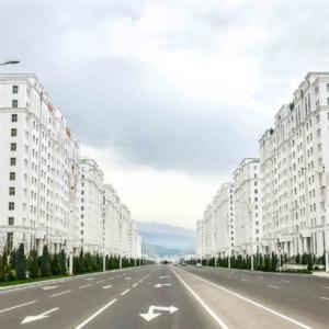 中央アジアの北朝鮮!トルクメニスタンの首都アシガバード観光と街歩き!
