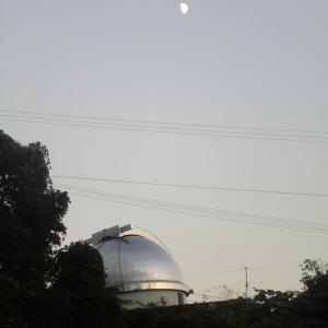 夕月と天文台
