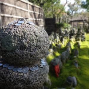 あだし野念仏寺(京都市嵯峨野) ①冬枯れの葬送の地を歩く