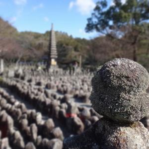 あだし野念仏寺(京都市嵯峨野) ②一重つんでは父のため、二重つんでは母のため