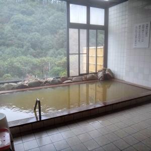 鶴の湯温泉(日高郡みなべ町) 黄褐色の濁り湯でのんびり湯浴み
