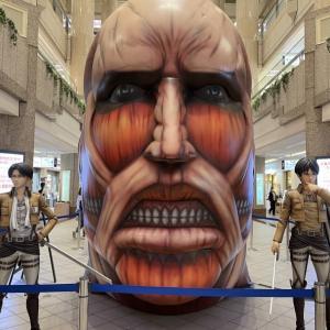 横浜ランドマークタワーと進撃の巨人コラボ
