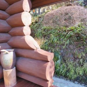 ピロ邸のログハウス構造材と塗料