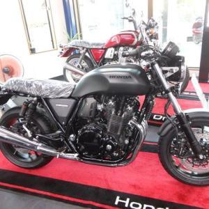 CB1100RS(ブラック)。
