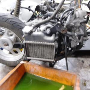 4サイクルエンジン(50cc)。