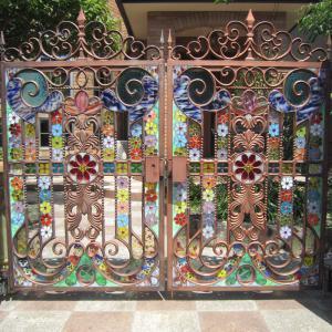 南玄関扉にステンドグラス追加