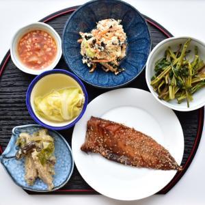 【写真で見る簡単レシピ】みりんぼしと鶏手羽中炒めなどの夕ごはん