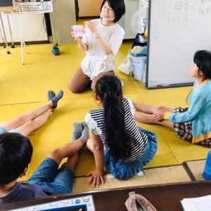 ジョリーフォニックス!小学生基礎クラスは初めてワークブックを持つ子たち♬目がキラキラ〜^^
