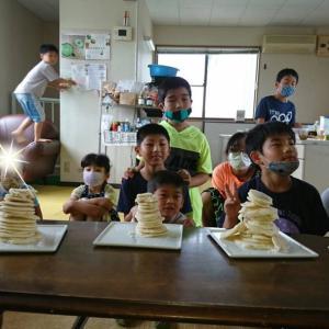 キッズベジシェフ講座!小学生クラスはベジなロコモコ風と、米粉のパンケーキを詰みます♬