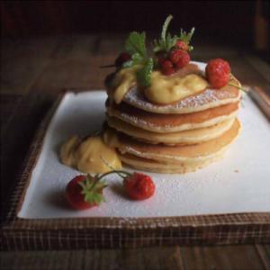 【一人前75円】まるでカフェ風!節約パンケーキに電子レンジで作れるカスタードクリームを添えて♡【レシピあり】