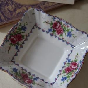 ロイヤルアルバート プチポワンの小皿