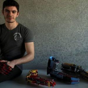 レゴブロックの可能性は無限大!義手「レゴバイオニックアーム」を作ってしまった人が…