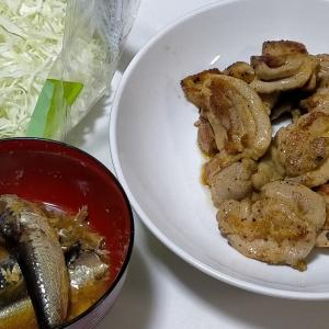 【今日の夕飯】鶏のもも肉グリルチキン風味 いわしの味付け缶 キャベツのサラダ