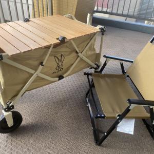 【椅子と机】DODのキャリーワゴンとコールマンの椅子