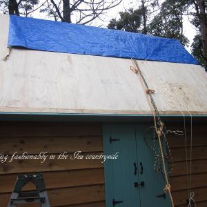 『おばさん小屋を作る』 屋根 ルーフィング張り作業