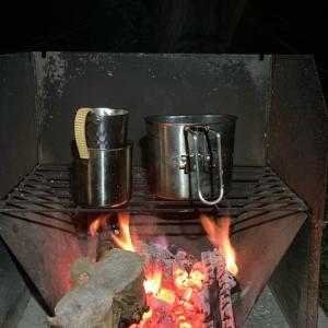 寒い夜のキャンプは鍋