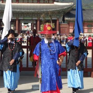 紅葉の季節到来、景福宮は始まりだしました