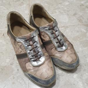 韓国DAISOで見かけた靴紐代わりのゴムに変えてみました。
