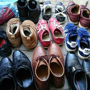 靴磨き  小掃除開始