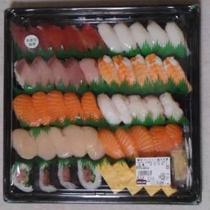 コストコ「寿司ファミリー盛 48貫、シーフードアヒージョ、台湾風まぜそばキット」