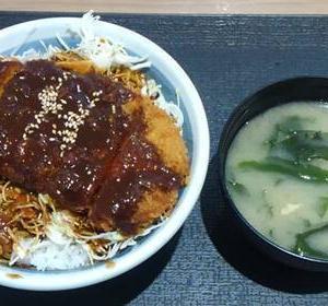 イオンモールいわき小名浜「松のや」味噌ロースかつ丼!甘めの味噌は後引く美味しさ