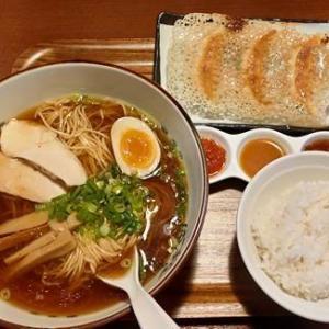 餃子食坊やまと「丸鶏 醤油らぁ麺セット」精肉屋の餃子専門店