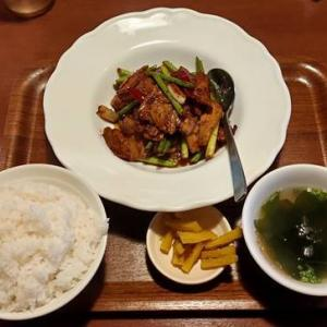 餃子食房やまと「肉屋のホイコーローランチ」鷹の爪で結構な辛さ|メニュ豊富