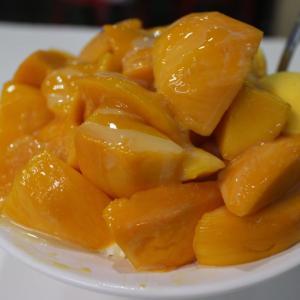 高雄市 芒果好忙 たっぷりマンゴーがのったかき氷 芒果雪花を味わう♪