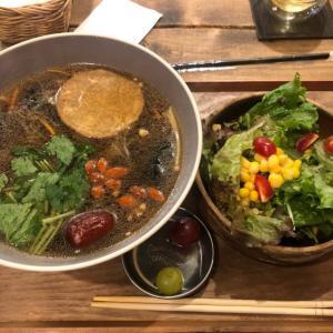 【西池袋】TSUMUGU CAFE  薬膳ヌードル(サラダ・フルーツ付き)ランチ