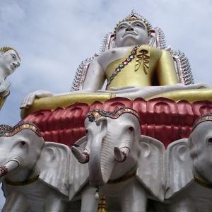 【バンコク観光】ワット・クンジャン ===ワット・パクナムの隣に不思議な仏様が無造作に並ぶテーマパークのような寺院===