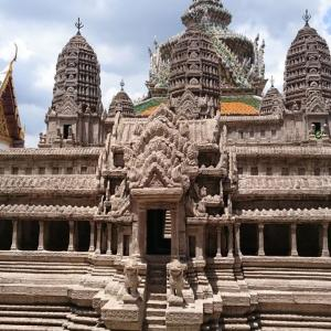【バンコク観光】 ワット・プラケオ(エメラルド寺院) ===今回はアンコールワットのミニ模型を目当てに。。。===